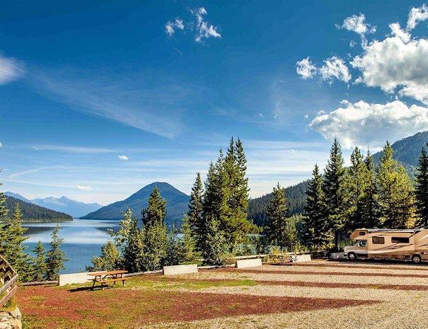 RV site and Camping at Bowron Lake