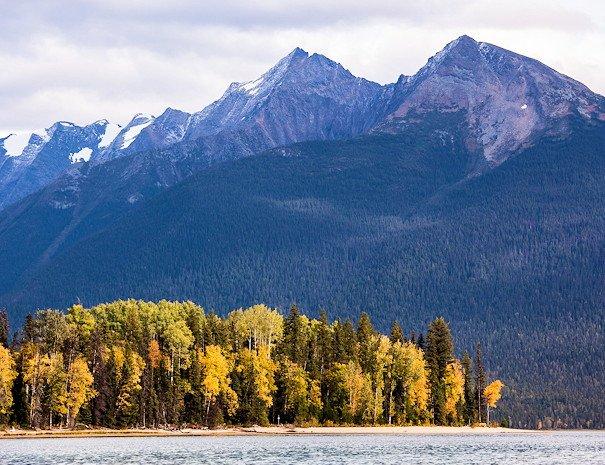 scenery on Bowron Lake